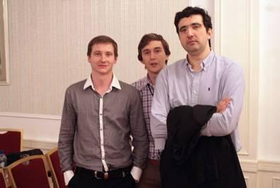 http://wpc2.narod.ru/01/kazan_9_may_zahar_efimenko_kariakin_kramnik.jpg
