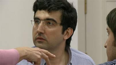 http://wpc2.narod.ru/01/kazan_kramnik_radjabov_4_perplexed.jpg