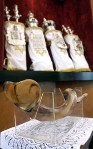 ИШФ: Ритуал Киппур-Каппарос в матчах на первенство мира Kippur_shofar_svitki
