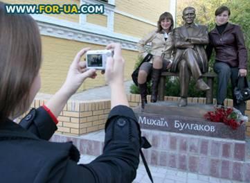 «Евреи» и «совки» Bulgakov_monument