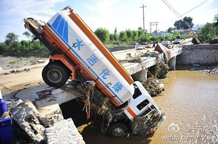 http://wpc2.narod.ru/02/china/flood_2.jpg