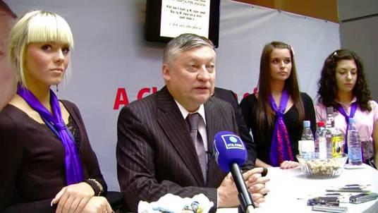 Суккот 5771 и 81-й Конгресс ФИДЕ (2010) GA_81_hostesses_karpov