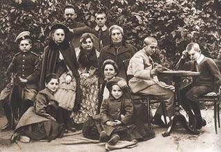 http://wpc2.narod.ru/alekhine-family-1901.jpg